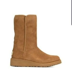 UGG amie 6 BRAND NEW IN BOX